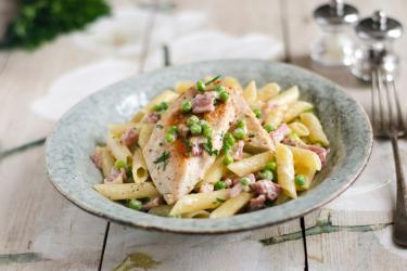 image of chicken with creamy bacon penne pasta in a bowl