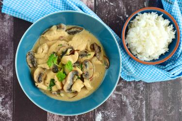 an image of creamy chicken with rice mushrooms in bowls