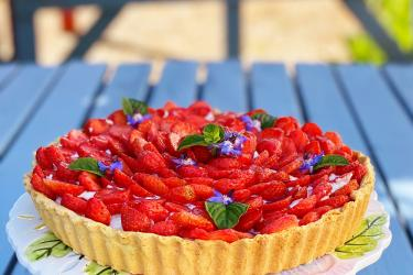 an image of a strawberry tart